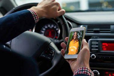 Mobiltelefonálás vezetés közben